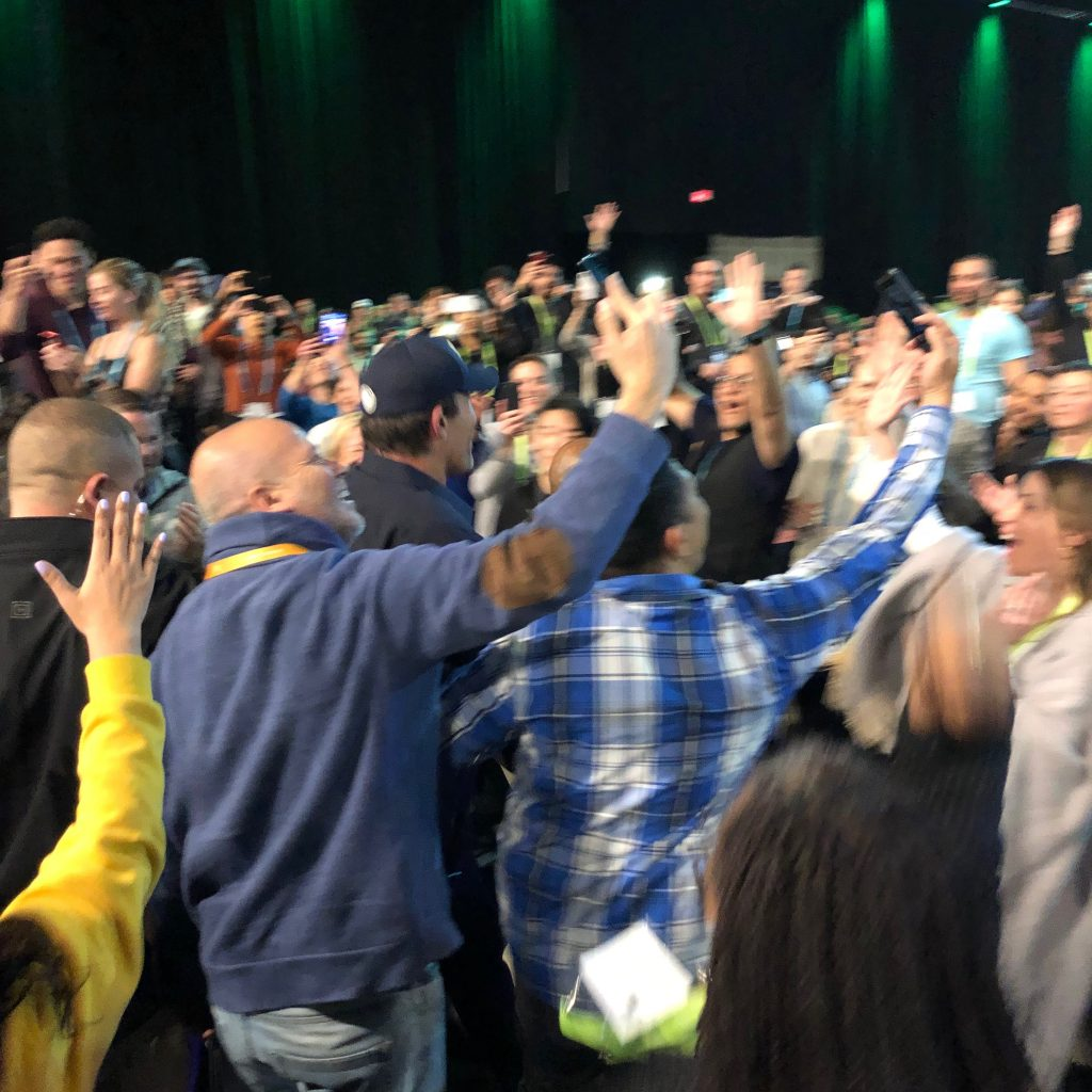 Tony Robbins being mobbed